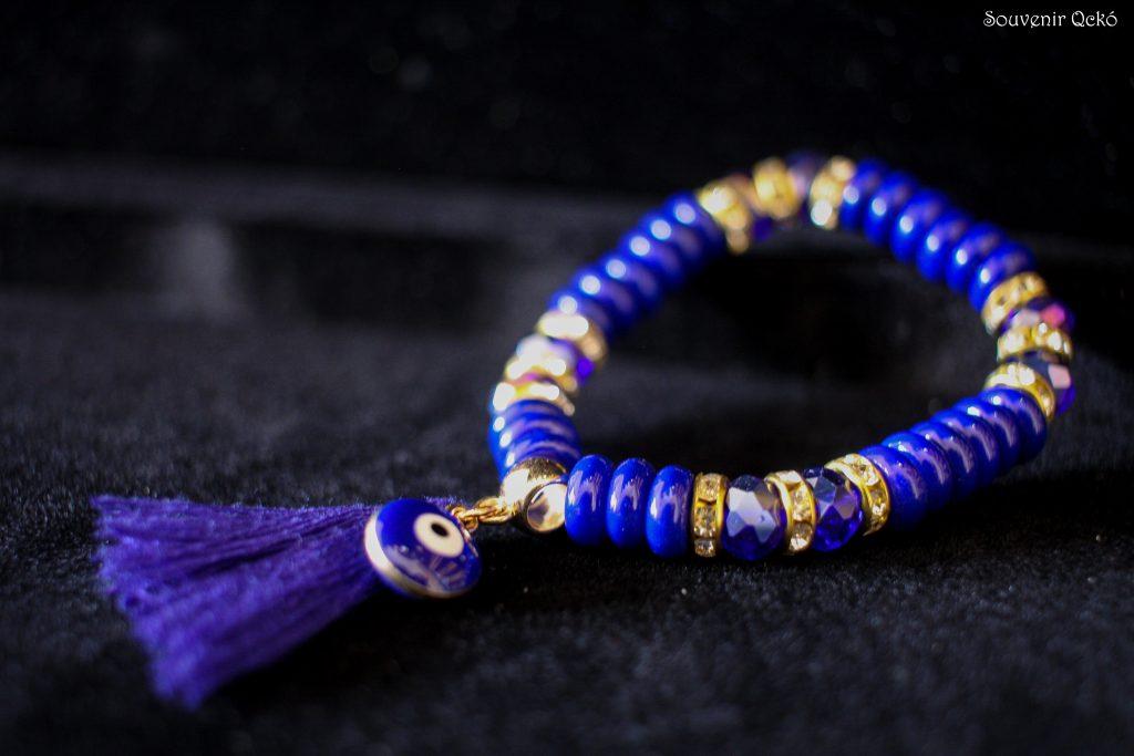 Női karkötő kék gyöngyökkel, Fatime keze medállal és rojttal