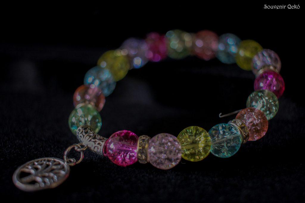 Női karkötő színes gyöngyökkel,életfa medállal
