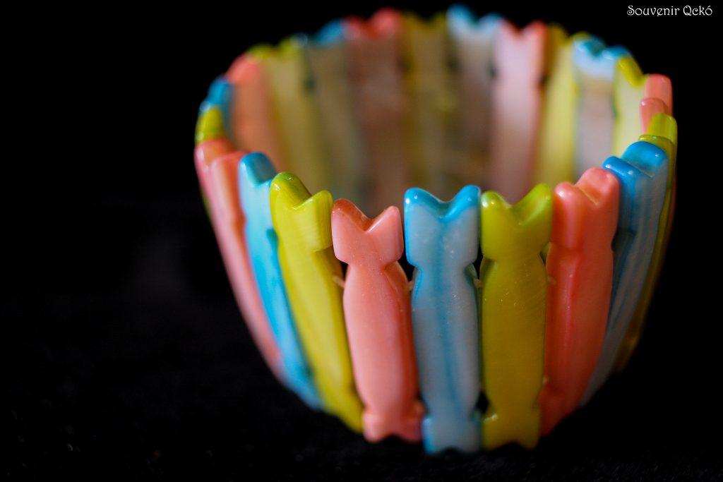 Női karkötő színezett kagylóból