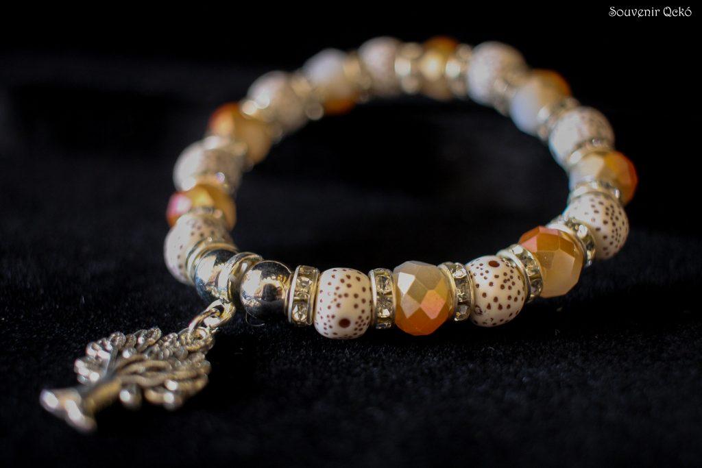 Női karkötő színes gyöngyökkel, életfa medállal