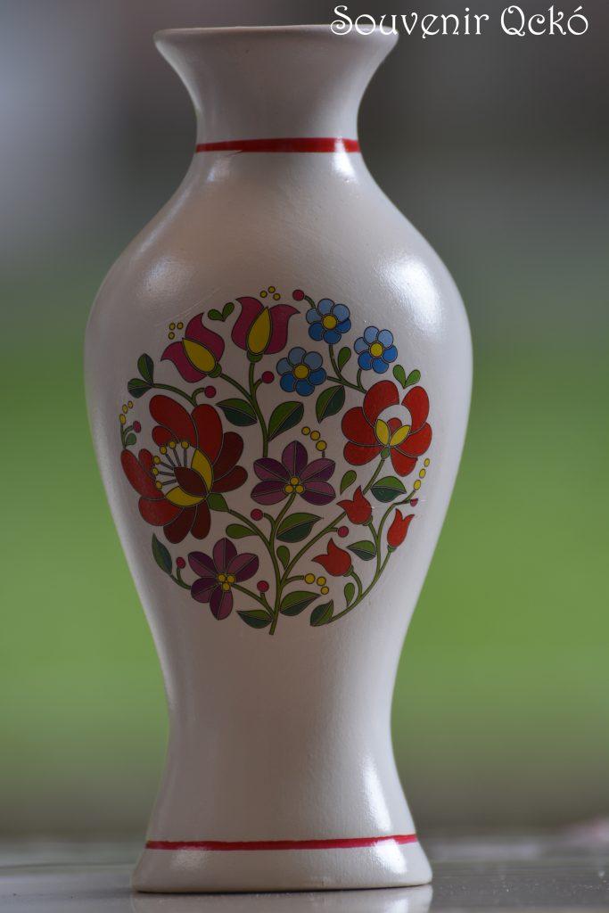 Váza kalocsai mintával